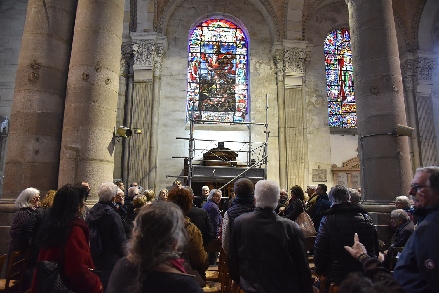 Pose premier vitrail - Saint-Nicolas 055