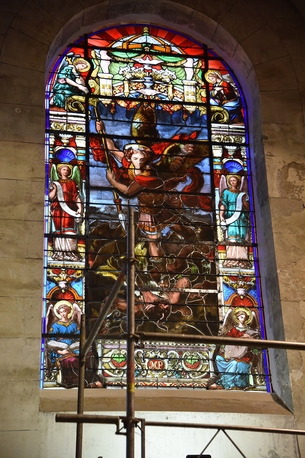 Pose premier vitrail - Saint-Nicolas 099